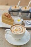 Kaffee mit Kuchen, Kaffeetasse - Weinleseeffekt-Artbilder stockfoto