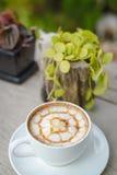Kaffee mit Kuchen, Kaffeetasse - Weinleseeffekt-Artbilder lizenzfreie stockbilder