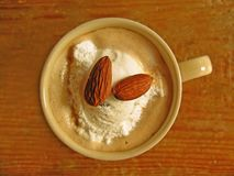 Kaffee mit Mandeln Stockbild