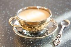 Kaffee mit Milch in einem Cup Stockbild