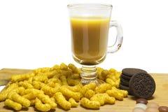 Kaffee mit Milch- und Maisstöcken Stockfotografie