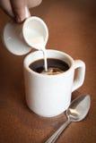 Kaffee mit Sahne Stockfotos