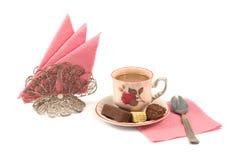 Kaffee mit Sahne und Süßigkeit Lizenzfreie Stockfotos