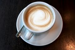 Kaffee mit Schaumgummi stockfoto