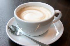 Kaffee mit Schaumgummi Stockfotos