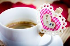 Kaffee mit Valentinsgrußinnerem Stockbild