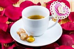 Kaffee mit Valentinsgrußinnerem Lizenzfreie Stockfotografie