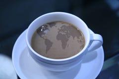 Kaffee mit Weltkarte Stockbilder