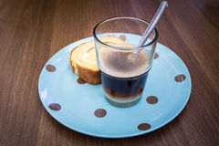 Kaffee mit Yam Roll Stockbild