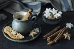 Kaffee mit Zimt Lizenzfreie Stockfotografie