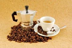 Kaffee moka Kaffee bildete ââat Haus, mit Cup Stockbilder