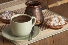 Kaffee, Nugat und Süßigkeit Stockfotografie