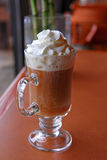 Kaffee peitschte Sahne Lizenzfreie Stockfotos