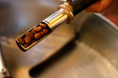 Kaffee-Röstung Lizenzfreie Stockfotos