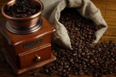 Kaffee-Schleifer mit Beutel Lizenzfreies Stockbild