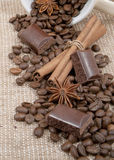Kaffee, Schokolade, Steuerknüppel des Zimts, Anis Lizenzfreie Stockfotos