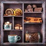 Kaffee, Schokolade und Gewürze. Collage Stockfoto