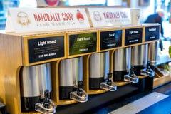 Kaffee-Stand in der Kaffeestube Stockbilder