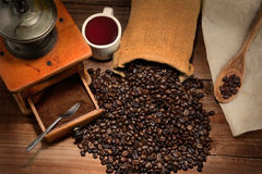 Kaffee-Stillleben mit Schleifer Lizenzfreie Stockfotografie