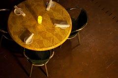 Kaffee-Tabelle mit Kerze Lizenzfreies Stockfoto