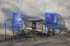 Kaffee-Tabelle und Stühle Stockfotos