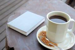 Kaffee und Anmerkungsbuch Stockbild