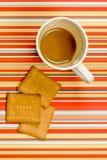 Kaffee und Biskuite Stockfotografie
