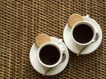 Kaffee und Biskuite Stockfotos