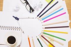 Kaffee und Bleistifte Lizenzfreies Stockbild