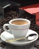 Kaffee und Bohnen stockfotos
