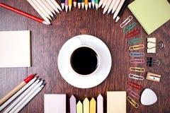 Kaffee und Briefpapier Lizenzfreie Stockfotos
