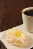 Kaffee und Dänische Lizenzfreie Stockfotos