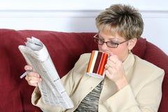 Kaffee und das Papier Stockbild