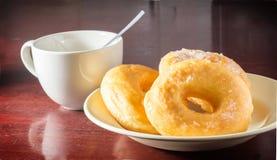 Kaffee und Donut Lizenzfreie Stockfotos