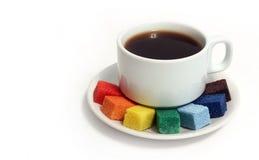 Kaffee und Farbenzucker Lizenzfreie Stockfotografie