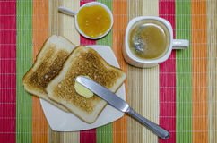 Kaffee und geröstet zum Frühstück Stockbild