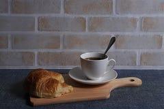 Kaffee und Hörnchen Lizenzfreies Stockfoto