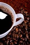 Kaffee und Kaffeebohnen Stockbild