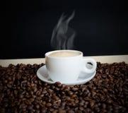 Kaffee und Kaffeebohnen Stockbilder