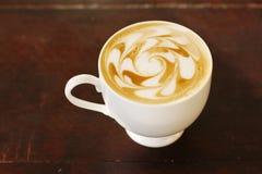 Kaffee und Kaffeekunst lizenzfreie stockbilder
