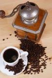 Kaffee und Kaffeeschleifer Stockfoto
