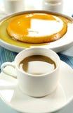 Kaffee und Karamellpudding Lizenzfreie Stockbilder