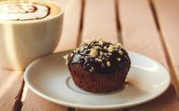 Kaffee und kleiner Kuchen Stockbilder