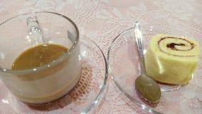 Kaffee- und Kuchenrolle Lizenzfreie Stockbilder