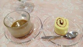 Kaffee- und Kuchenrolle Lizenzfreies Stockbild