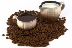 Kaffee und Milch Stockfotos