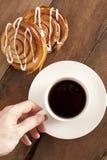Kaffee und neues Dänische zum Frühstück Lizenzfreie Stockfotos