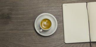 Kaffee und Notizblock Lizenzfreie Stockbilder