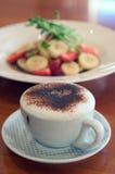 Kaffee und Pfannkuchen Lizenzfreies Stockbild