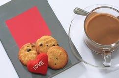 Kaffee und Plätzchen mit Büchern für Valentinstag Lizenzfreies Stockbild
